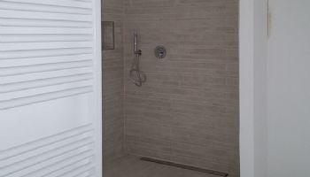 Bagno con doccia filo pavimento